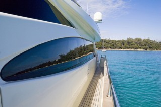 Motor Yacht Stinray M -  Side Deck
